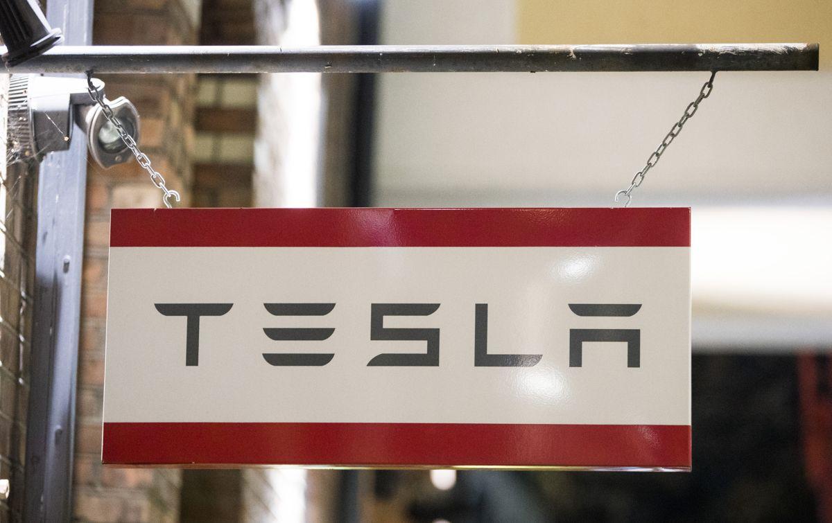 Teslas inntekter ble halvert fra 2019 til 2020. Foto: Terje Pedersen / NTB