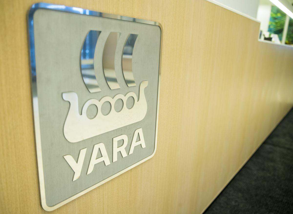 Siden mai 2019 har Eramet i Porsgrunn brent ovnsgass etter at de ikke ble enige med Yara om en ny avtale om kjøp av gassen. Brenningen fører til store CO2-utslipp. Foto: Terje Pedersen / NTB