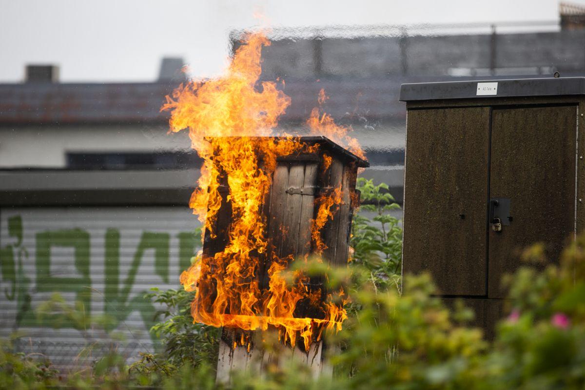 Det begynte å brenne blant annet i koblingsskap. Foto: Trond Reidar Teigen / NTB