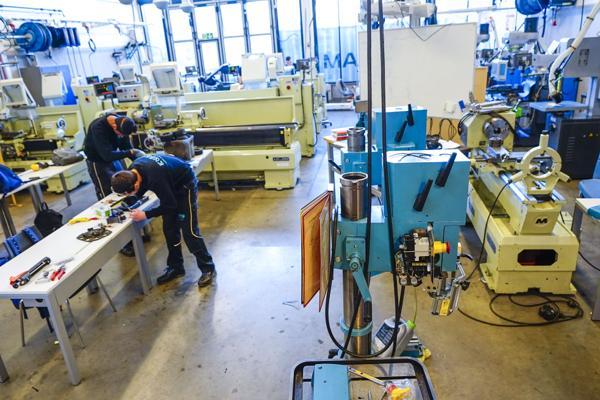 Stadig flere søker seg inn på yrkesfaglige utdanningsprogram på videregående. Teknologi- og industrifag har hatt størst økning i søkertall det siste året. Foto: Lise Åserud / NTB