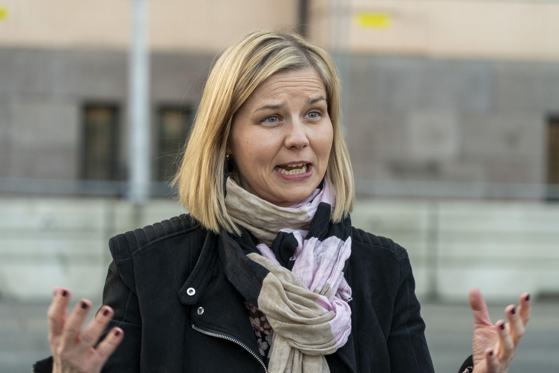 Kunnskaps- og integreringsminister Guri Melby (V) sier det er bra flere norske ungdommer søker seg inn på yrkesfag. Foto: Terje Pedersen / NTB