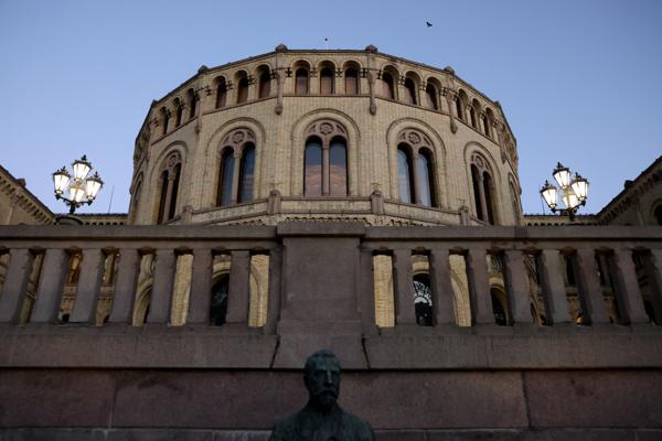 Onsdag formiddag førte nedbørsmengdene i Oslo til vannlekkasje inne på Stortinget. Foto: Ørn E. Borgen / NTB