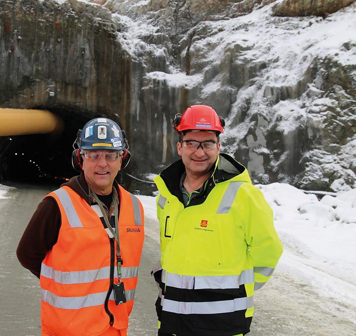 Prosjektleder Tor Gildestad i Skanska (t.v) og prosjektleder Gudmund Løvli i Statens vegvesen roser samarbeidet og dialogen mellom byggherre og entreprenør.