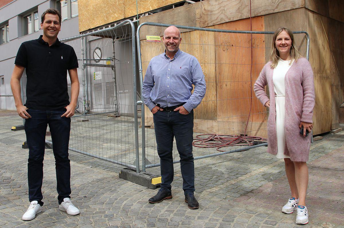 Gunnar Glavin Nybø (midten) er godt fornøyd med å få Stine Grande og Even Grønboengen med i Bygg Reis Deg-teamet.