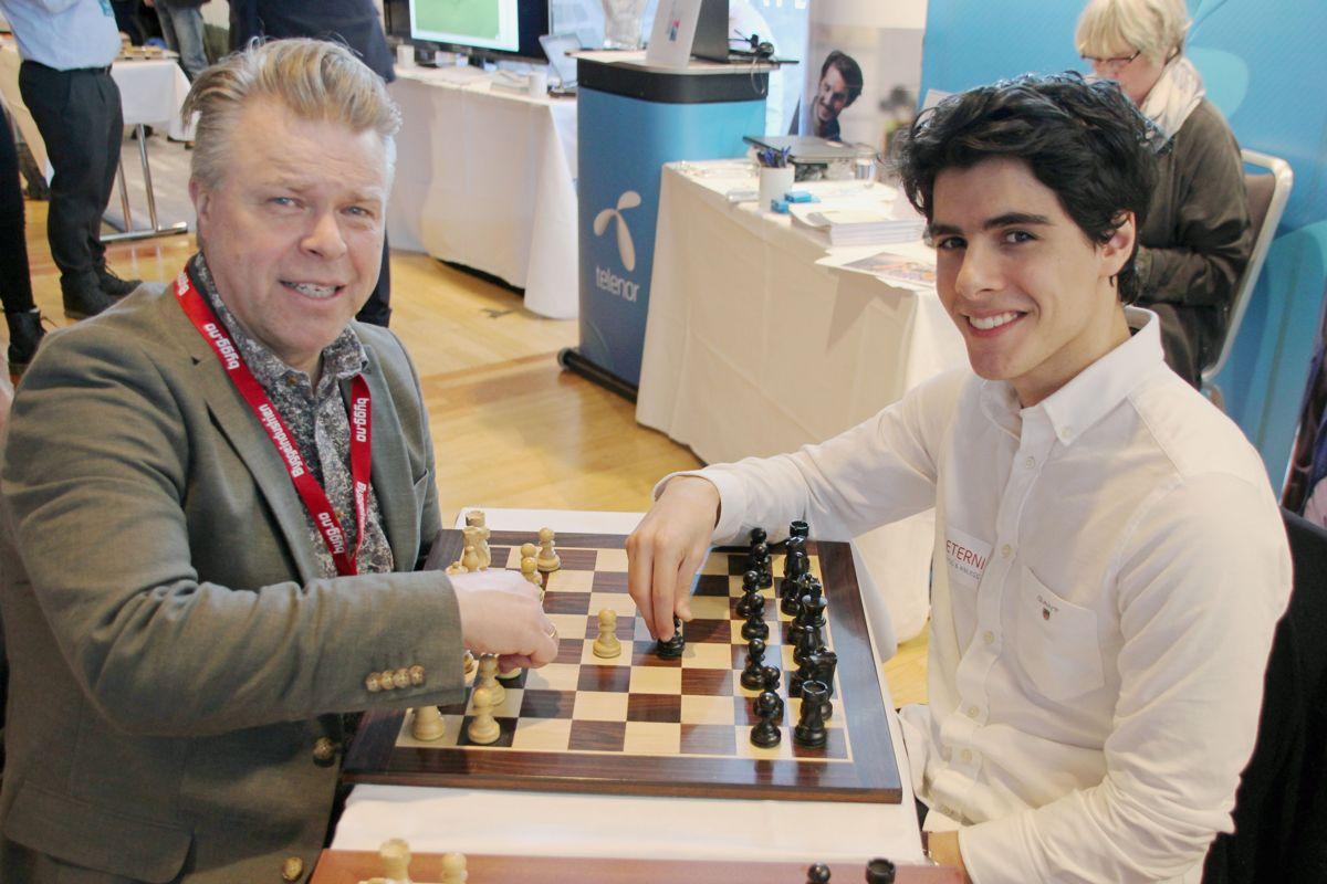 Eterni hadde fått med seg juniorverdensmesteren i sjakk på Byggedagene 2018. Foto: Svanhild Blakstad
