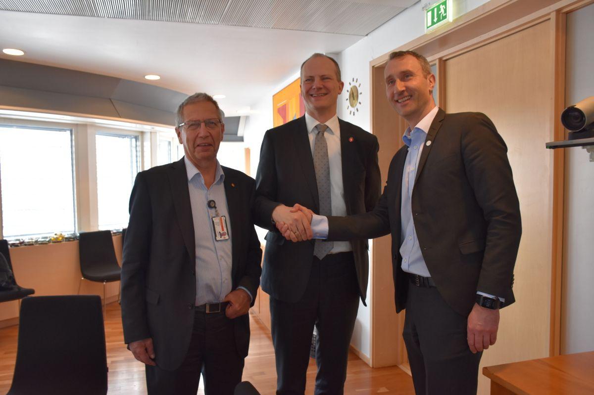 <p>Terje Moe Gustavsen (f.v.), Ketil Solvik-Olsen og Ståle Rød</p>