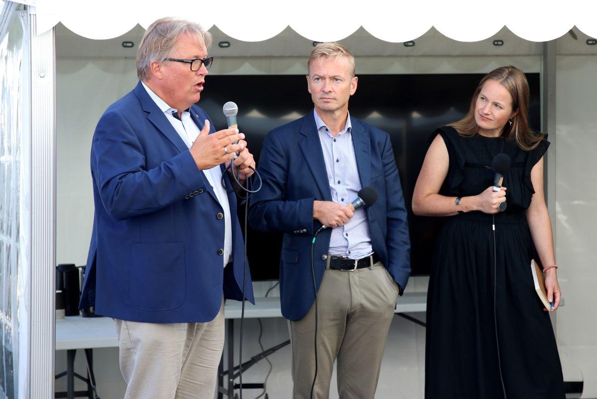 F.v.: Politikerne Sverre Myrli (Ap) og Helge Orten (H) ga langt på vei Zeros Guro Hauge svar på tiltale om strengere statlige klimakrav i anleggskontraktene.