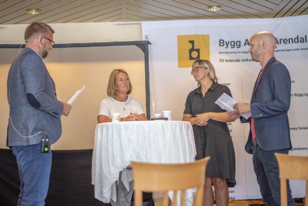 Christian Aarhus i Byggeindustrien (fra venstre), administrerende direktør i Sweco Norge, Grete Aspelund, utbyggingsdirektør i Bane NOR, Stine Undrum og Frode Aga i Byggeindustrien. Foto: Sindre Sverdrup Strand