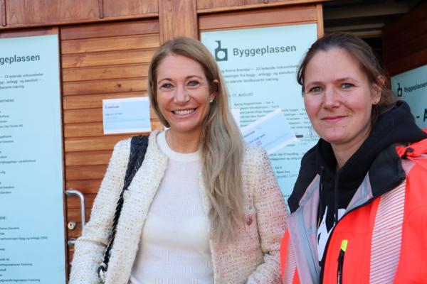 – Selvfølgelig trenger vi flere norske fagarbeidere, og vi trenger flere jenter. Dessuten er foreldrenes rolle vært viktig når det gjelder hva de sier til barna sine om valg av utdanning, sier administrerende direktør Julie Brodtkorb i Maskinentreprenørenes forening (MEF). Tømrer Silje Gudmestad i Veidekke stortrives i byggebransjen og oppfordrer andre jenter til å følge i hennes spor. Foto: Svanhild Blakstad