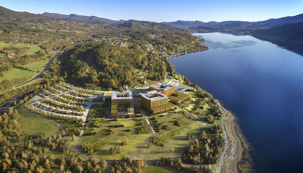 Slik skal det nye akuttsjukehuset på Hjelset utenfor Molde se ut når det står ferdig i 2022. Illustrasjon: Nordic - Office of Architecture