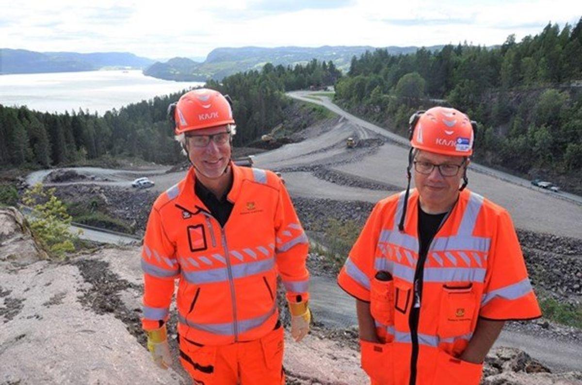 Øyvind Storløkken t.v. og Jan Ove Sørheim i Norlandsdalen mellom Sollihøgda og Skaret.