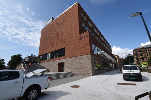 Oslo kommune bevilget penger til Ruseløkka skole allerede i 2015, men byggestart kom først i 2019. Denne høsten ble det endelig skolestart på nye Ruseløkka skole.
