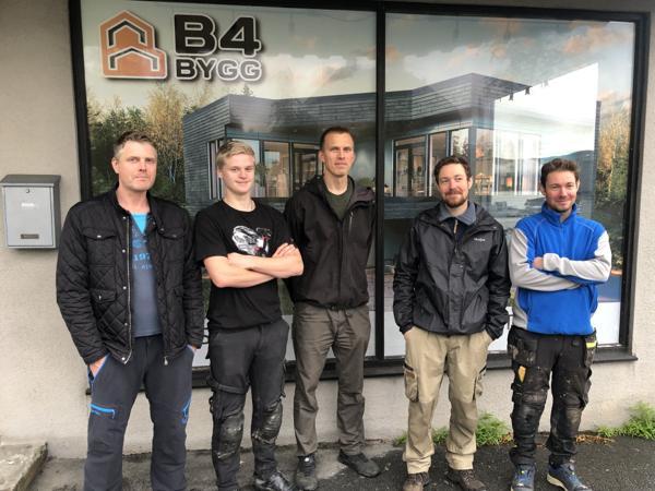 B4 Bygg AS er nytt medlem i Systemhus. Her ser vi Ken-Roger Langaard (fra venstre), Isach Olsen, Magnus Blekastad, Harald Breimo og Arne Breimo. Foto: B4 Bygg