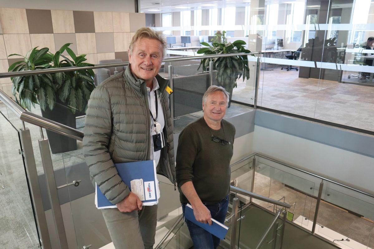 Prosjektleder Kjell Bjerknes og anleggsleder Odd Steinar Müller i Bjerklind Bygg har overlevert helt nye lokaler på 5.400 kvadratmeter til Nav Lillestrøm. Foto: Svanhild Blakstad
