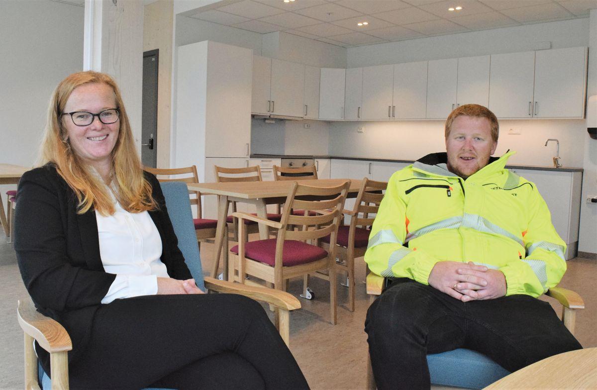 Prosjektleder Anne Lise Larsen i Molde Eiendom KF og anleggsleder Ole Kristian Mittet fra Betonmast Røsand.