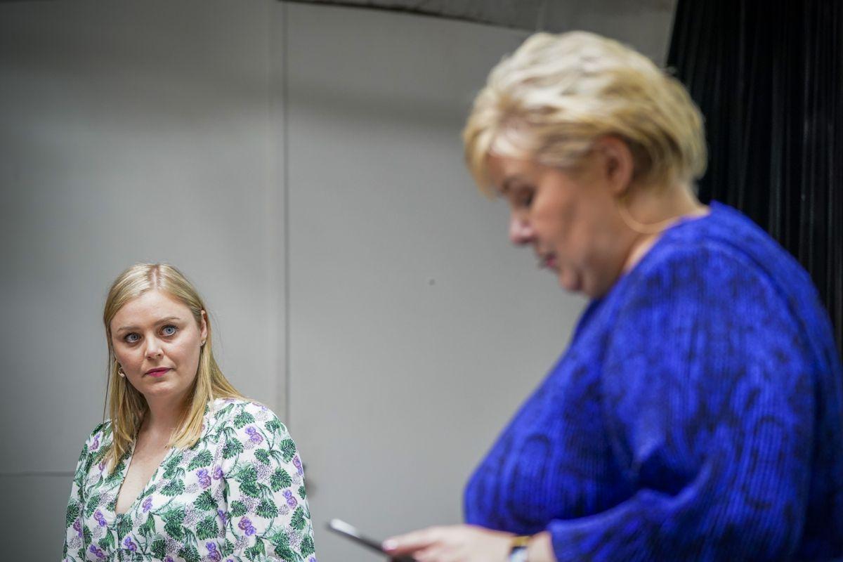 Statsminister Erna Solberg (H) og olje- og energiminister Tina Bru (H) gjør seg klare for å være opposisjonspolitikere på Stortinget de neste fire årene. Foto: Torstein Bøe / NTB