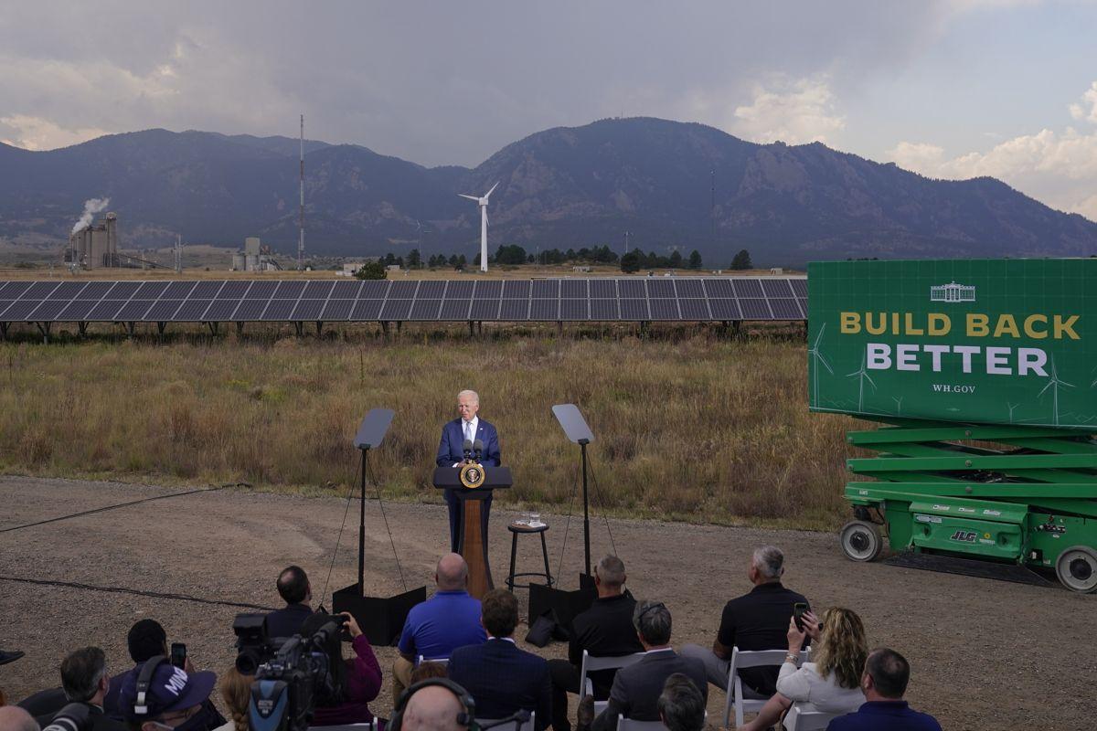 President Joe Biden var tirsdag i Colorado der han besøkte National Renewable Energy Laboratory. Foto: Evan Vucci / AP / NTB
