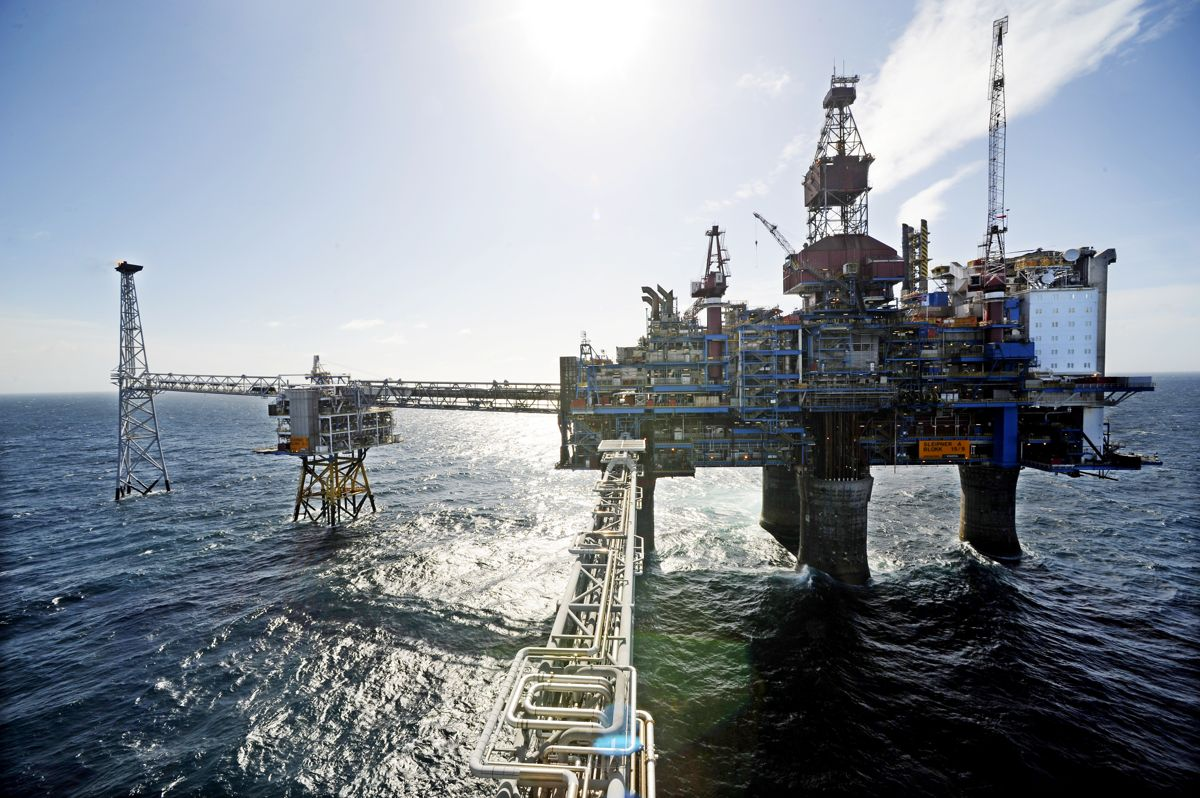 Det ble eksportert naturgass og råolje for drøyt 70 milliarder kroner i august. Illustrasjonsfoto. Foto: Marit Hommedal / NTB