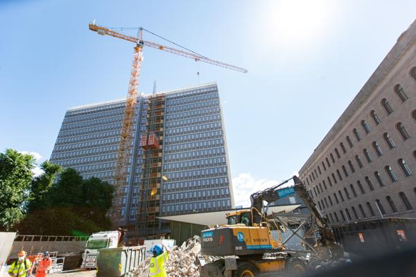 Den nye totalprisen for det nye Regjeringskvartalet lyder på nær 40,7 milliarder kroner. Foto: Hanna Johre / NTB