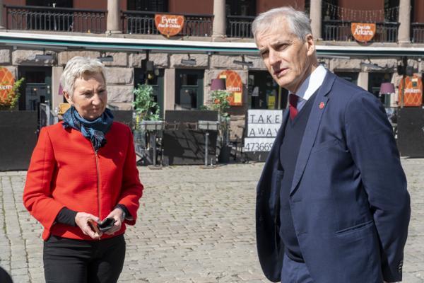 LO-leder Peggy Hessen Følsvik ber Jonas Gahr Støre om å endre arbeidsmiljøloven. Foto: Terje Pedersen / NTB