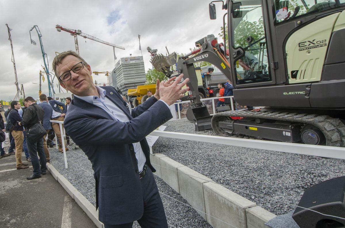 <p>Ansvarlig for utvikling og gjennomdøring av den globale teknologistrategien i Volvo CE, Patrik Lundblad.</p>