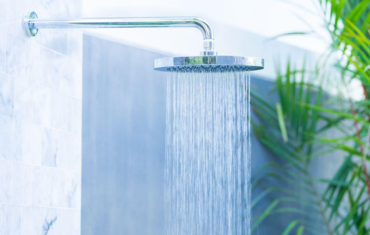 Legionellabakterier kan trives i rør, rørdeler, dusjhoder og kran. Illustrasjonsfoto: Shutterstock