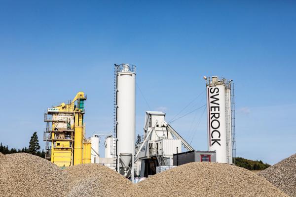 JESSHEIM. På Jessheim har Peab Asfalt og Swerock et pukk og grusanlegg hvor det både produseres betong og asfalt. Her har selskapene også investert i nytt vaskeanlegg for masser.Foto: Peab Asfalt