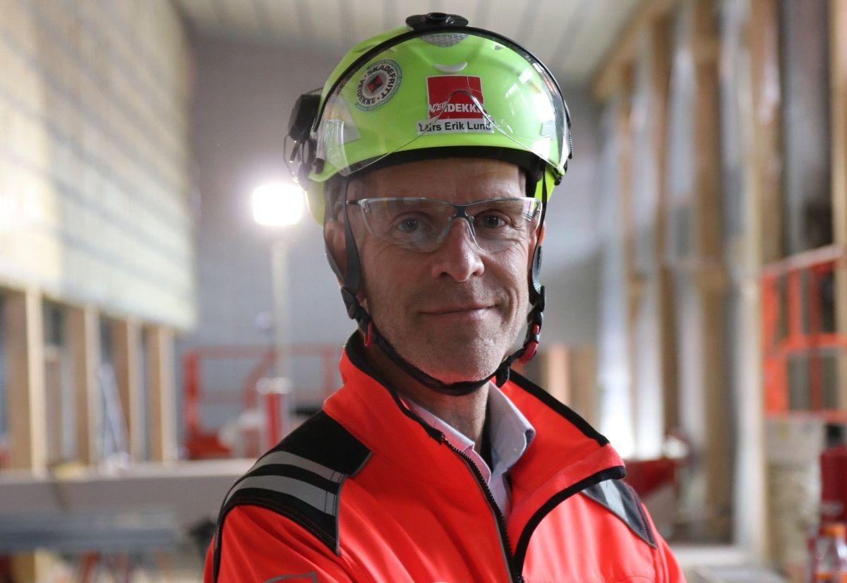Lars Erik Lund er konserndirektør for strategi og bærekraft i Veidekke ASA. Lund satte nylig mental helse på dagsordenen med et åpenhjertig innlegg i sosiale medier om sin egen depresjon.