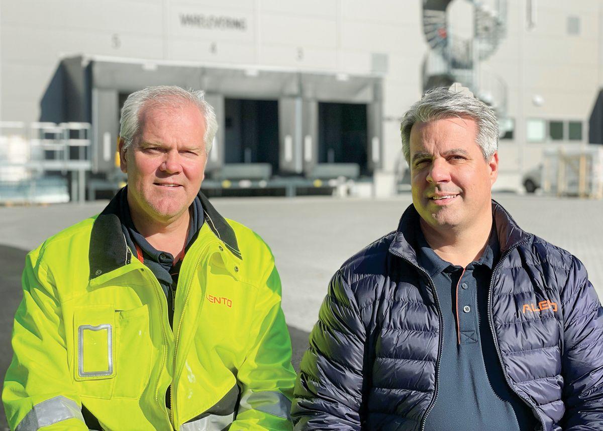 Alentos anleggsleder Tonny Hulbakviken og prosjektleder Yngvar Bekkevold foran Delikat Fabrikker i Drammen, 14.9. 2021. Foto: Trond Joelson, Byggeindustrien