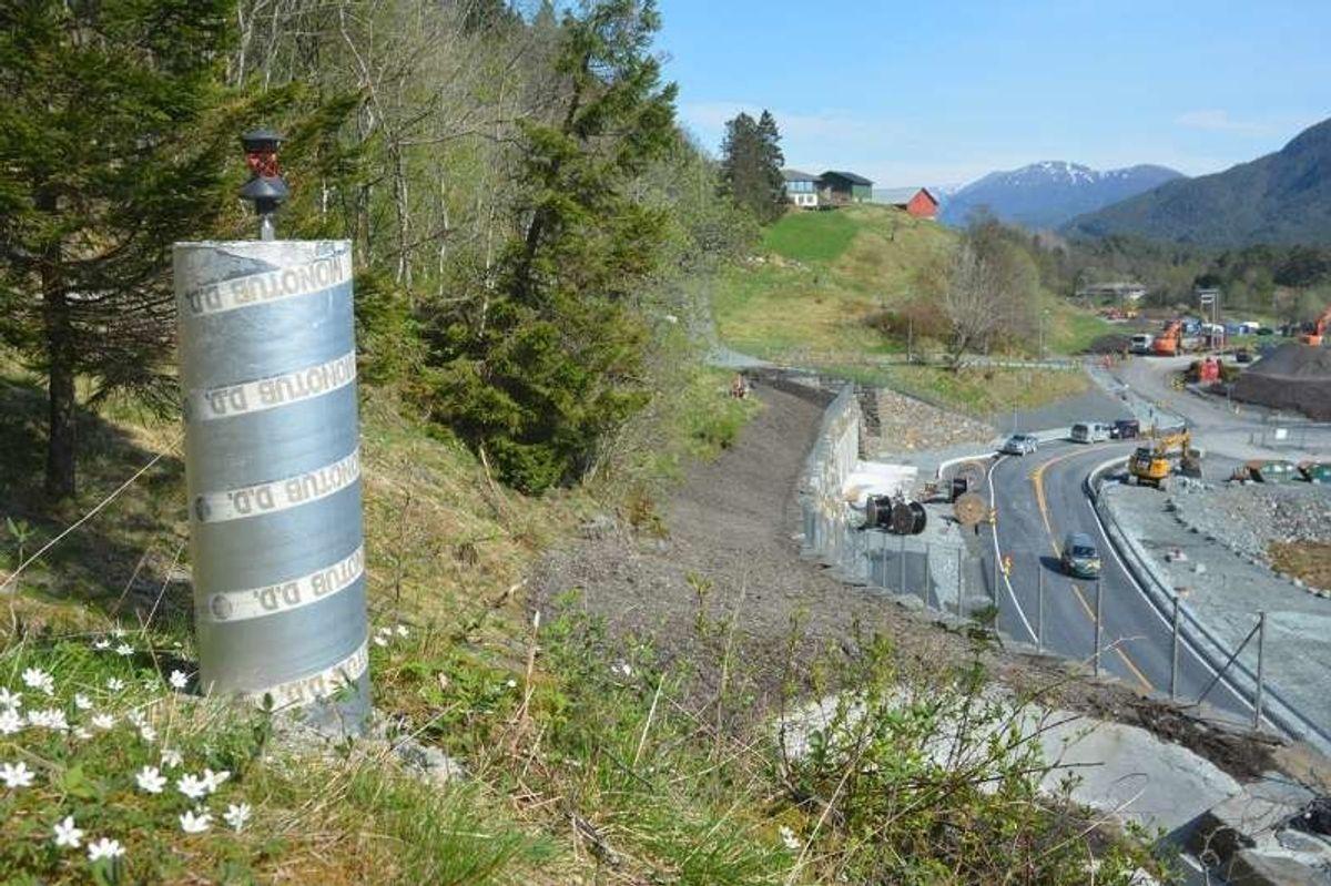 Slik ser et ferdig fastmerke ut, støpt i betong og med måleinstrument på toppen. Foto: Geir Brekke