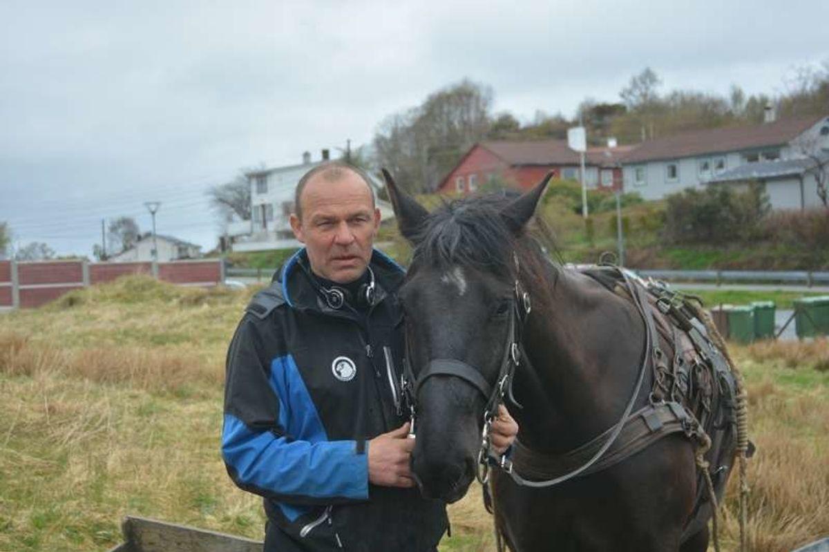 Rune Samnøy og hesten GM. Foto: Geir Brekke