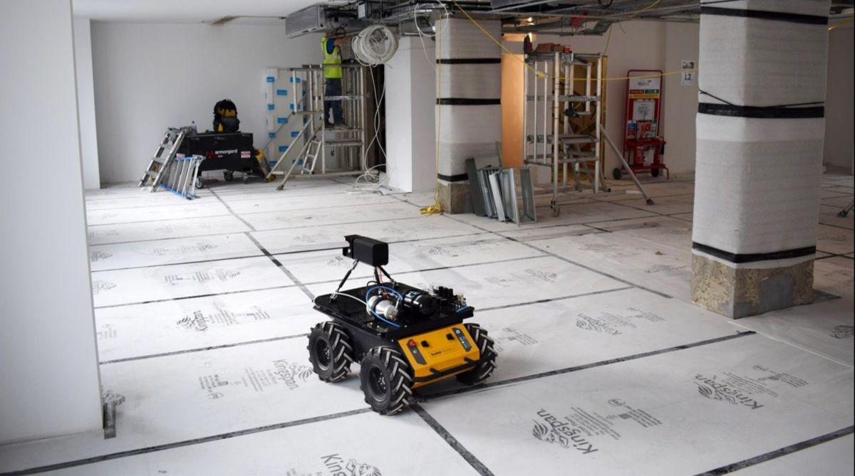 Denne roboten finner avvik inne i AF Gruppens byggeprosjekt i Bispevika. Foto: Frode Aga