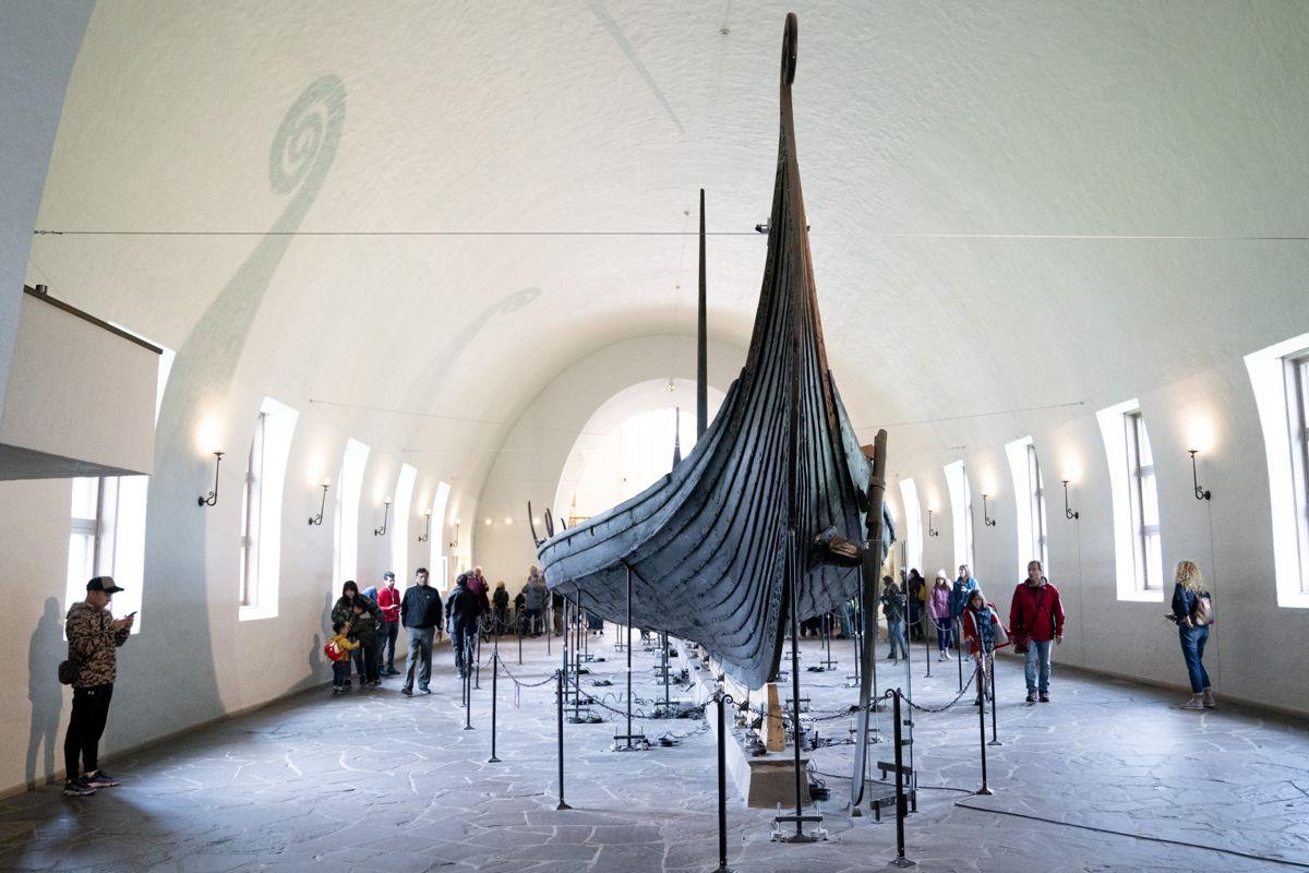 Det nye Vikingtidsmuseet skal etter planen bli over tre ganger så stort som Vikingskipmuseet. Illustrasjonsfoto: Fredrik Hagen / NTB