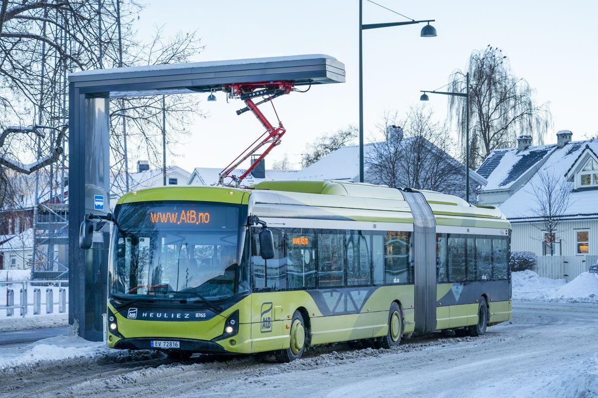 Busstilbudet i flere storbyer kan måtte reduseres, mener fylkesdirektører. Foto: Gorm Kallestad / NTB