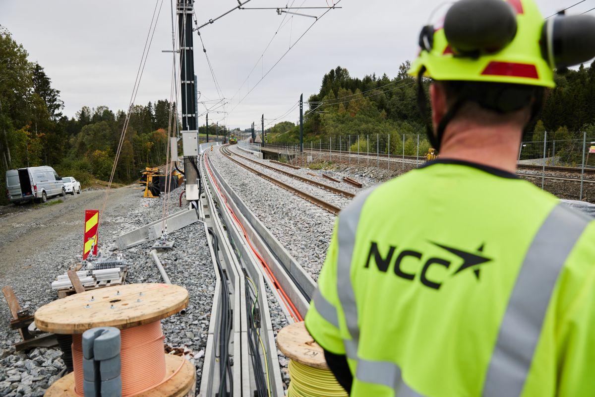 Ifølge NCC skal det blant annet utføres arbeider med spor, kontaktledning og signalanlegg slik at togtrafikken flyttes fra gammelt til nybygd spor.