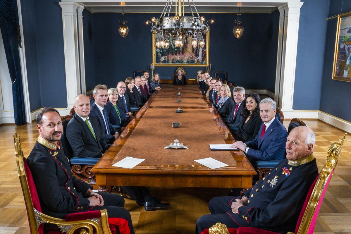 Regjeringen Støre møtte kongen og kronprinsen i sitt første statsråd på Slottet torsdag. Foto: Håkon Mosvold Larsen / NTB