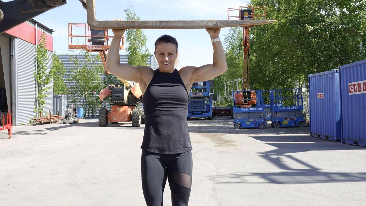 Crossfit-utøver Kristin Holte er en av verdens best trente kvinner, og 16. juni kan bygg- og anleggsbransjen teste musklene med henne i en stor treningsøkt hos Cramo. Foto: Cramo