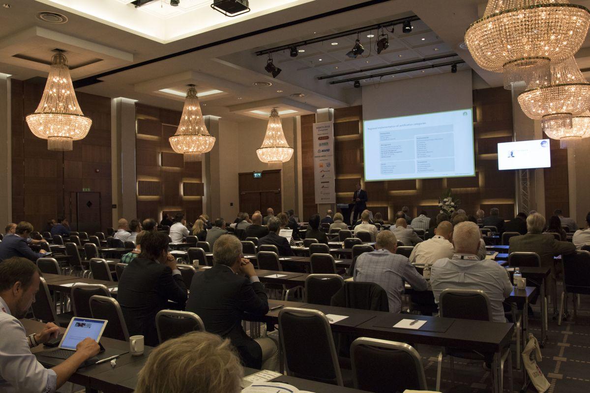 Foredragene blir delt opp i to saler. Foto: Tuva Skare