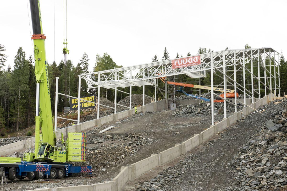 Fra byggingen av stålkonstruksjonen i øverste del av anlegget. Foto: Tuva Skare