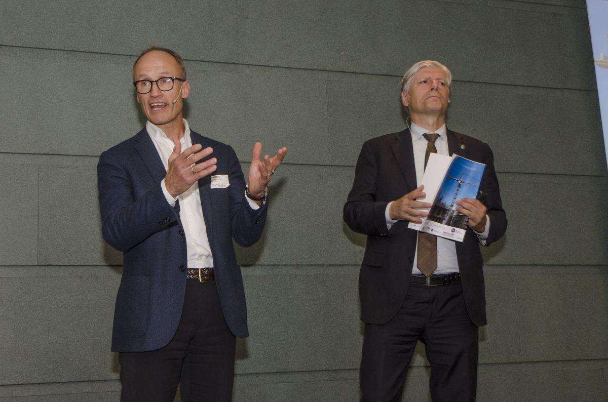 Administrerende direktør Nils Kristian Nakstad i Enova (til venstre) og klima- og miljøminister Ola Elvestuen.