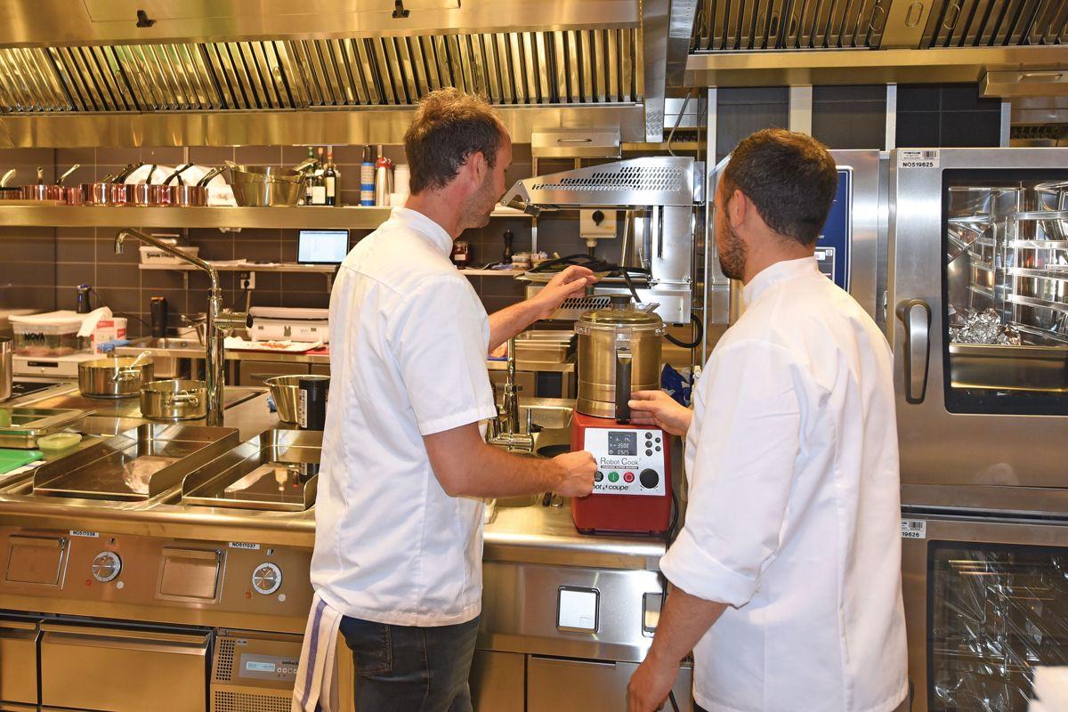 Bocuse d´Or vinner Ørjan Johannessen (til venstre) har ansvar for å utvikle Scandic Hotel Norges tilbud innen frokost, lunsj og middag.