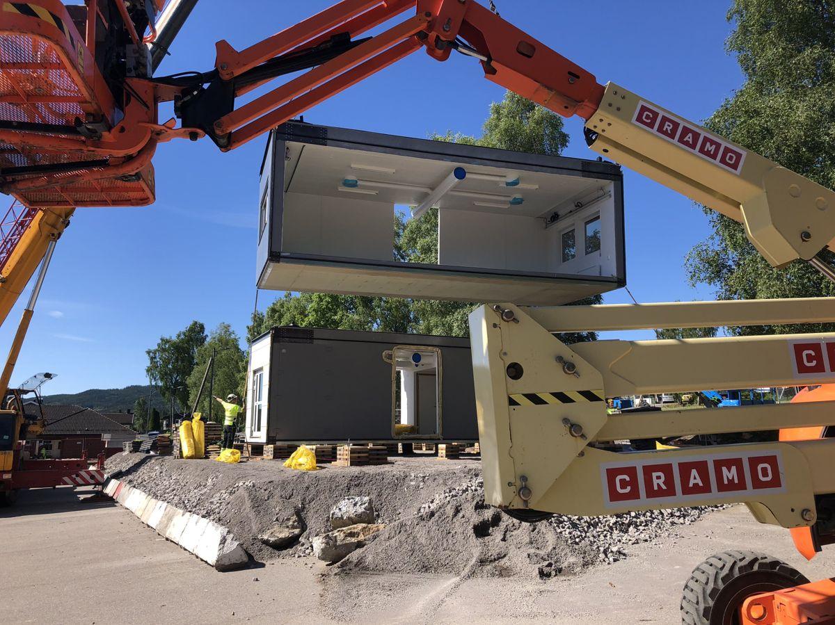 <p>Bilder fra oppføring av midlertidig skolebygg på Rotnes skole, Nittedal for Nittedal kommune. Foto: Jahn Svingen</p>