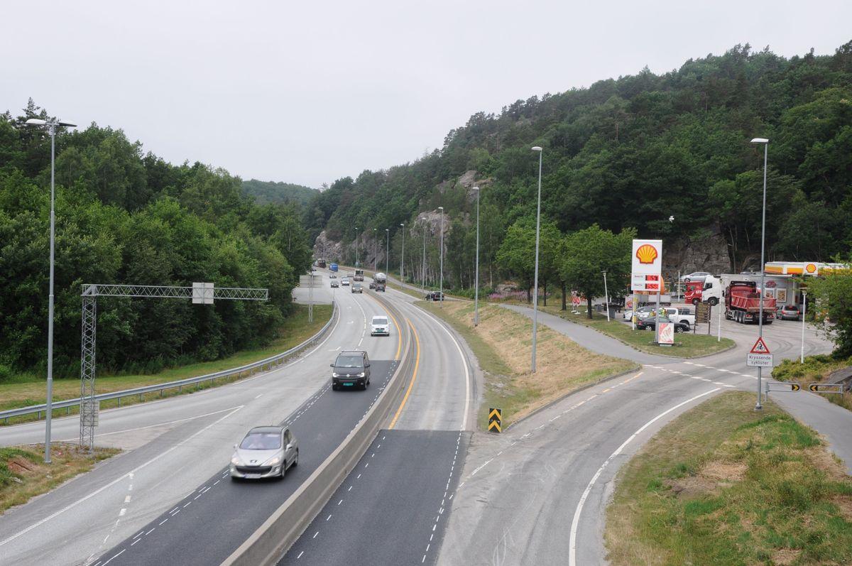 Det er i dette området i bakkant av bildet, ved Grauthelleren, vest for Kristiansand sentrum at strekningen definert som Kristiansand vest - Mandal øst starter. Foto: Nye Veier