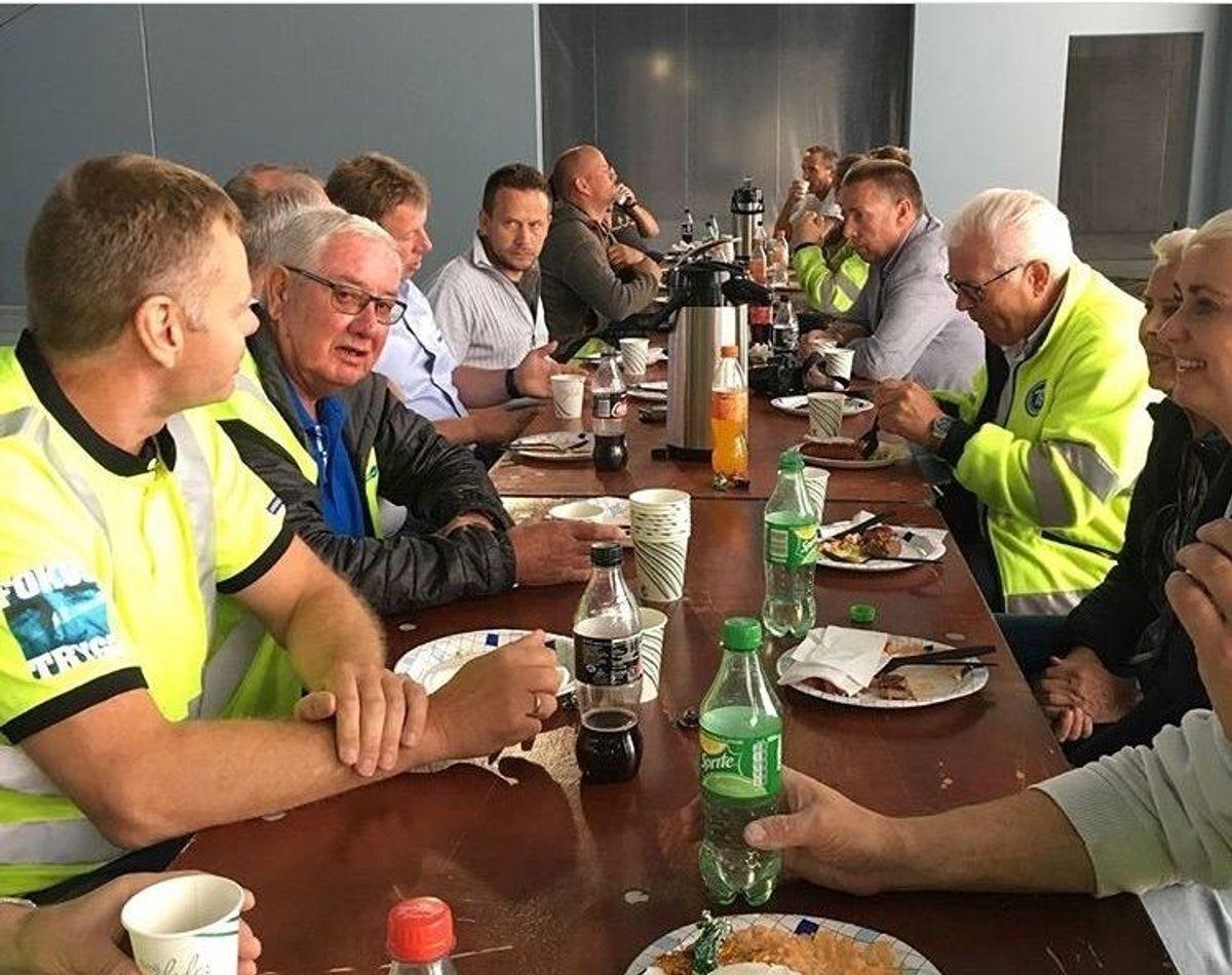 Grillmat til flinke folk på Bil og Anleggsdekk og Ahlsell-bygget i Stangeland Næringspark. Foto: Stangeland Maskin