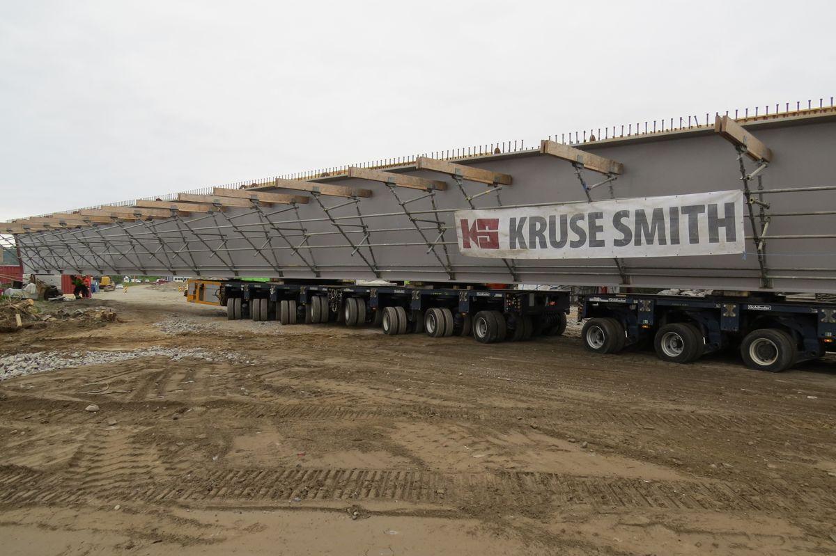 E6 Finneidstraumen, montering av 2 brubjelker på 240 tonn, 68 m lengde. Foto Egil R Ørsal, Ulstein Heavy Lift