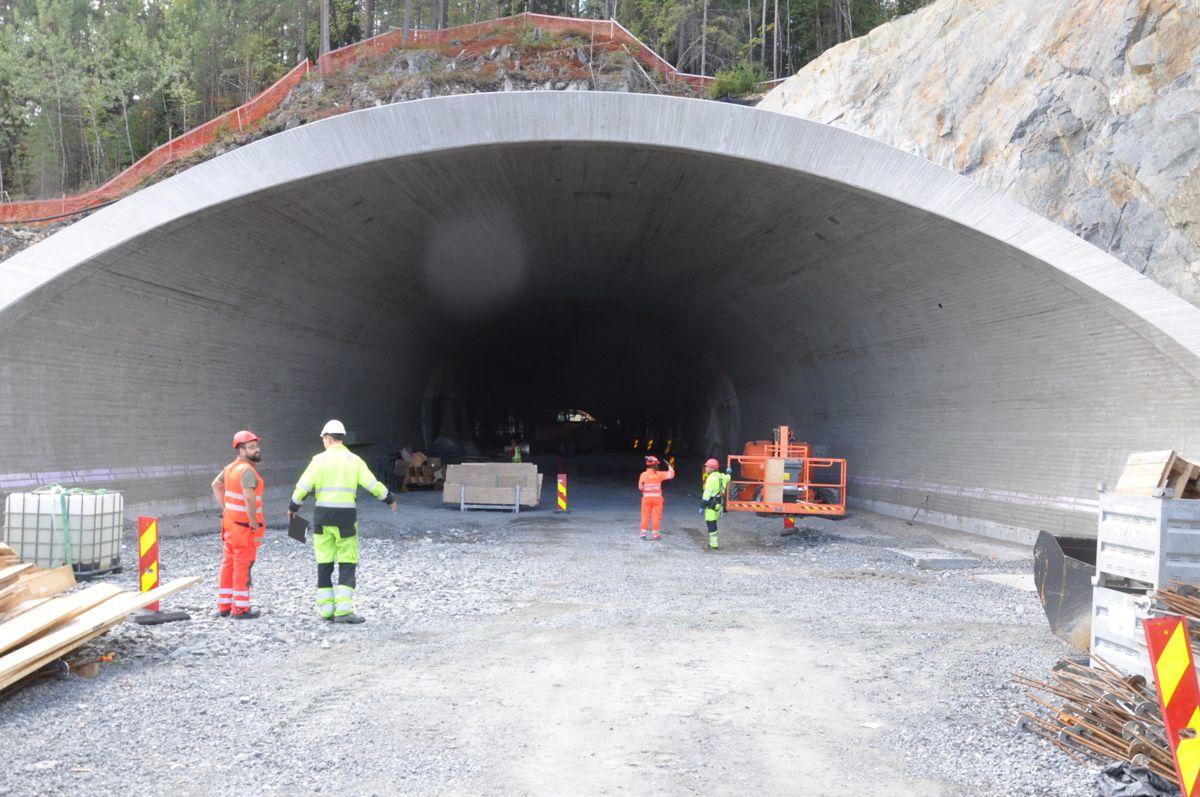 Tunnelportalen på Moane øst er nå ferdig. (Foto: Kjell Wold)