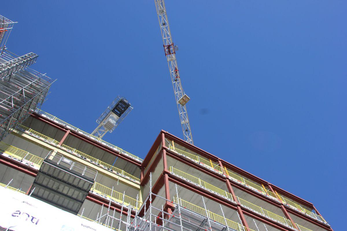 Her går grunnsteinen opp i lufta. Grunnsteinsnedleggelse for nytt juridisk fakultet ved Universitetet i Oslo - Tullinkvartalet. Foto: Svanhild Blakstad