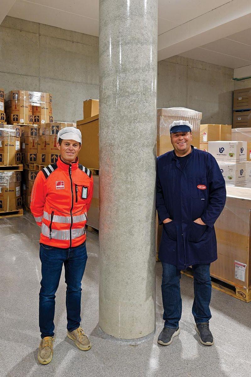 Anleggsleder Knut Bukve i Veidekke Entreprenør og fabrikksjef Magne Lund i Lerum ved plasstøpt søyle.