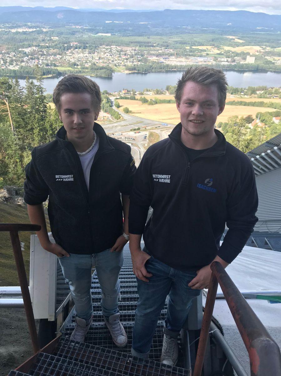 Lærlingene Iver Byrøygard (t.v) og Aleksander Jacobsen er fornøyd med lærlingsamlingen, og gleder seg til læretida i BetonmastHæhre. Foto: BetonmastHæhre.