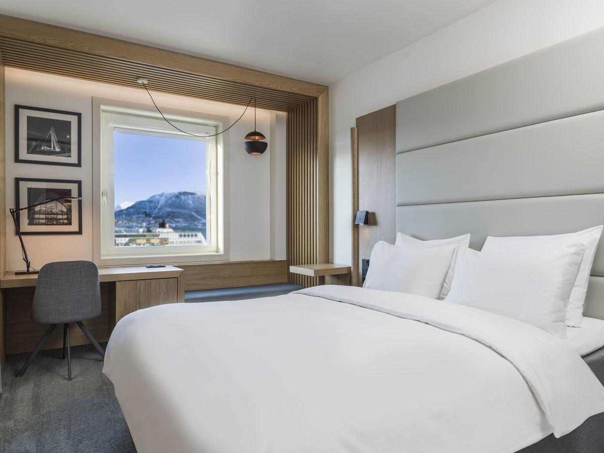 Nyoppusset gjesterom hos Radisson Blu Hotel i Tromsø.